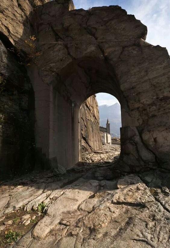 Roman Road Donnas Aosta Italia